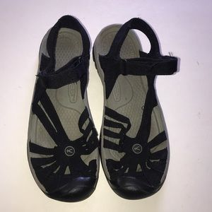 Keen anti-odor anatonmic footbed size9